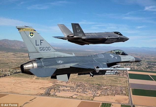 Tiem kich dat gia F-35 thua may bay ba gia khi khong chien hinh anh