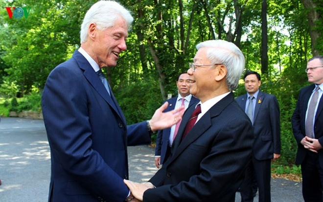 Hinh anh chan tinh giua Tong Bi thu va Bill Clinton hinh anh