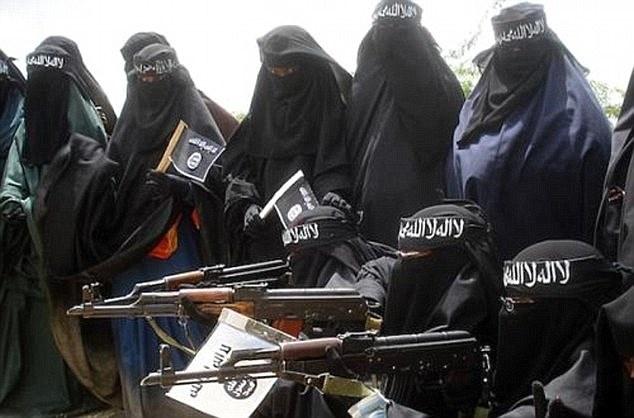 The gioi tan bao cua IS qua loi nguoi trong cuoc hinh anh 1 Lực lượng nữ cảnh sát Hồi giáo của IS nổi tiếng với sự tàn bạo, hà khắc. Ảnh: Daily Mail