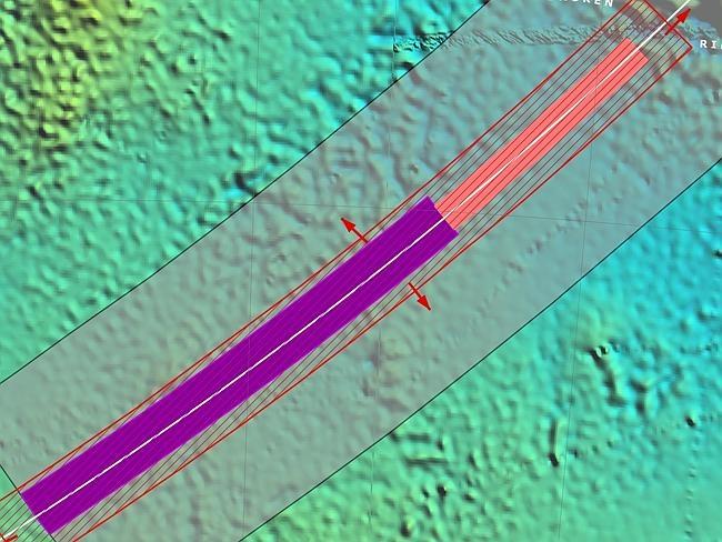 Cuoc tim kiem MH370 dang sai vi tri? hinh anh 1 Khu vực tìm kiếm hiện tại được thể hiện bằng màu tím. Tuy nhiên, trong bản phân tích mới của tiến sĩ Rydberg  dựa trên mảnh vỡ nghi thuộc MH370, điểm cuối khu vực phía bắc có thể là nơi phi cơ rơi xuống biển. Ảnh: news.com.au