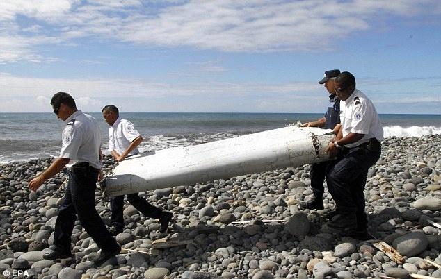 515 ngay mat tich bi an cua MH370 hinh anh 9 29/7, người dân đảo Reunion, lãnh thổ hải ngoại thuộc Pháp, phát hiện phần cánh tà của máy bay Boing 777. Nó đã được chuyển tới Pháp để phân tích.