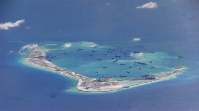An Do ung ho Philippines ve van de Bien Dong hinh anh 1 Hoạt động bồi lấp đảo nhân tạo phi pháp của Trung Quốc trên Biển Đông. Ảnh: Reuters