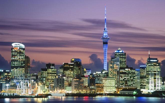 Thu suc linh thuong cung dat nuoc va van hoa New Zealand hinh anh 1 Một góc Auckland - thành phố lớn nhất New Zealand - về đêm. Ảnh: Fairskytravels.info