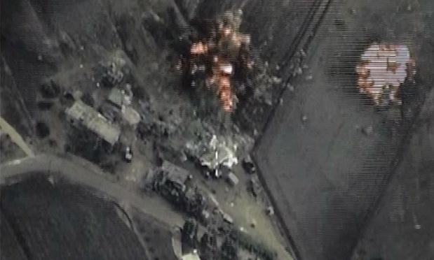 Hiện trường một cuộc không kích IS do không quân Nga thực hiện tại Syria. Ảnh: Guardian