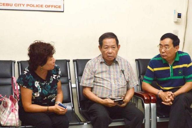 Philippines giao nghi can vu ban nhan vien ngoai giao cho TQ hinh anh 1