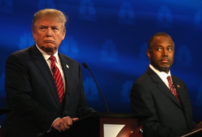 Ung vien tong thong Trump bi lan luot trong cuoc tranh luan hinh anh