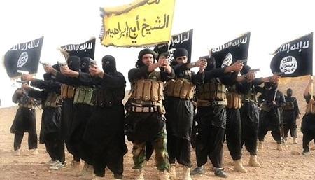 IS sao chep chien luoc khung bo cua Al-Qaeda hinh anh 1 Phiến quân của Nhà nước Hồi giáo cực đoan tập hợp tại một địa điểm không xác định trong một video tuyên truyền do tổ chức này phát hành tháng