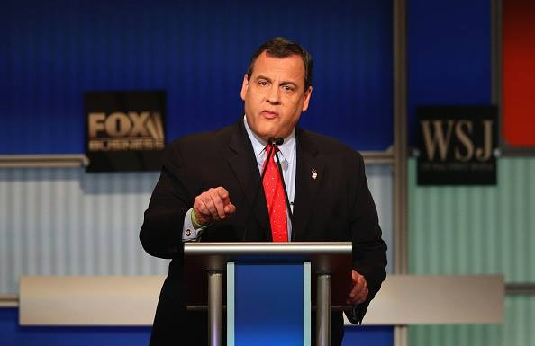 'La tong thong, toi se bay qua dao Trung Quoc boi lap' hinh anh 1 Ứng viên tổng thống Mỹ của đảng Cộng hòa, Thống đốc bang New Jersey Chris Christie phát biểu trong đêm tranh luận ngày 10/11 (giờ địa phương). Ảnh: AFP