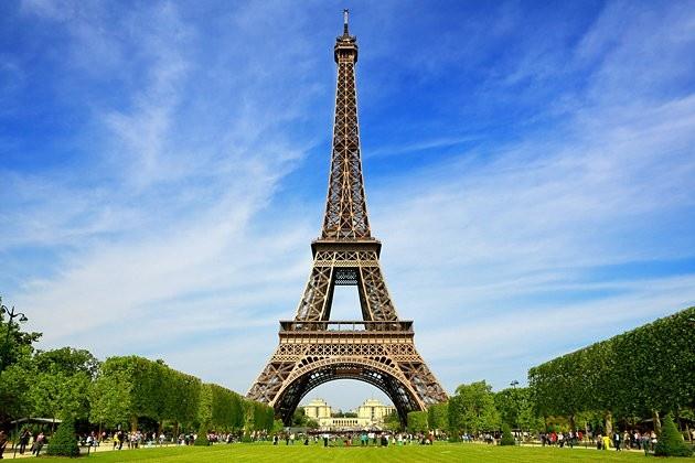 Phap dong cua thap Eiffel vo thoi han hinh anh