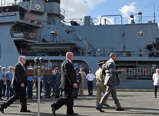 Obama len tau Philippines cam ket cung bao ve tu do hang hai hinh anh 6