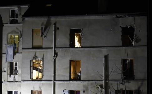Paris: 7 gio nghet tho cung 5.000 phat dan hinh anh 1 Nhiều vết đạn in trên tường của tòa nhà