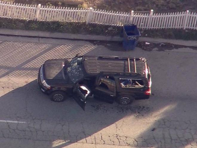 Hien truong vu xa sung dam mau o My hinh anh 9 Chiếc SUV với nhiều vết đạn là phương tiện mà các nghi phạm dùng để tẩu thoát.
