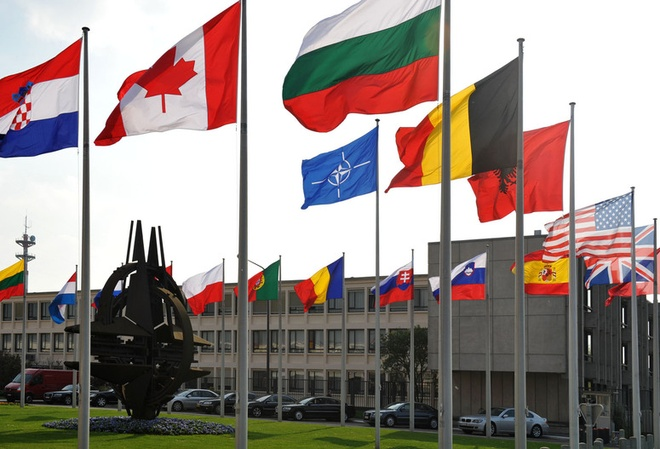 Ba Lan dot kich van phong NATO luc nua dem hinh anh