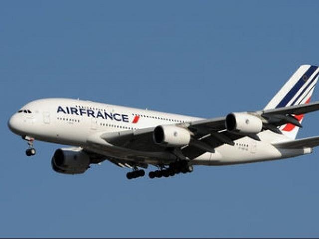 May bay Air France ha canh khan cap vi bi cai bom gia hinh anh
