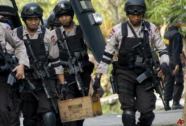 Indonesia pha am muu danh bom tu sat dip nam moi hinh anh