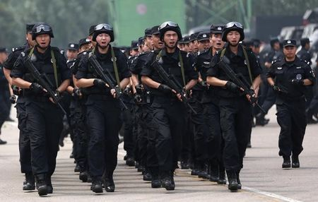 Trung Quoc thong qua luat chong khung bo dau tien hinh anh