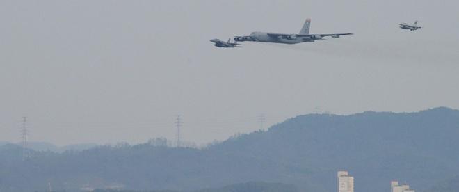 My dieu B-52 bay qua Han Quoc giua cang thang voi Trieu Tien hinh anh 1
