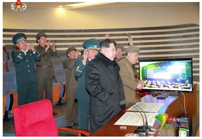 Ong Kim Jong Un an mung vu phong ten lua thanh cong hinh anh 4