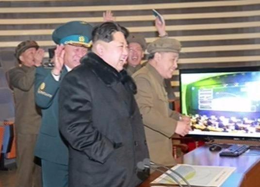 Ong Kim Jong Un an mung vu phong ten lua thanh cong hinh anh