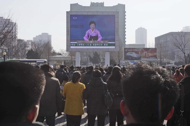 Ong Kim Jong Un an mung vu phong ten lua thanh cong hinh anh 6