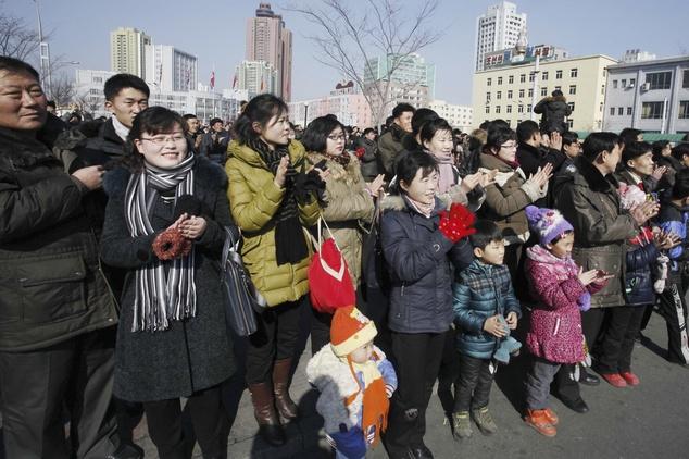 Ong Kim Jong Un an mung vu phong ten lua thanh cong hinh anh 8