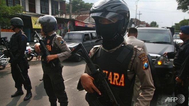 Indonesia bat hang chuc phan tu Hoi giao cuc doan hinh anh