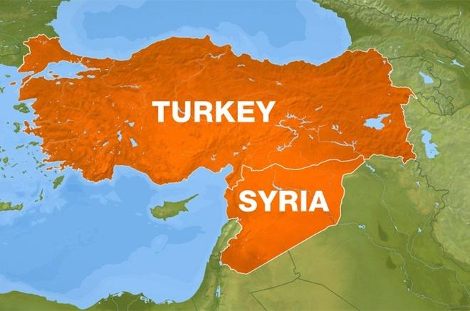 Tho Nhi Ky na phao vao lanh tho Syria hinh anh