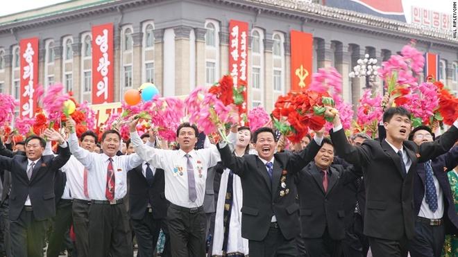 Hang tram nghin nguoi Trieu Tien dieu hanh mung dai hoi dang hinh anh