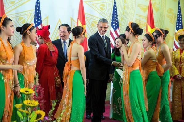 Obama tham Viet Nam qua ong kinh nhiep anh gia Nha Trang hinh anh 6