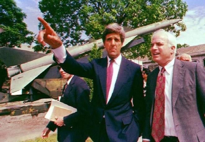 John Kerry, John McCain va bai hoc ve Viet Nam hinh anh