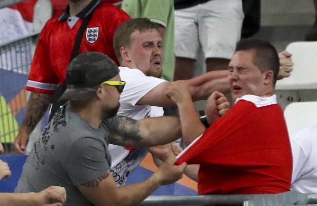 5 co dong vien Anh bi phat tu sau vu au da tai Euro 2016 hinh anh