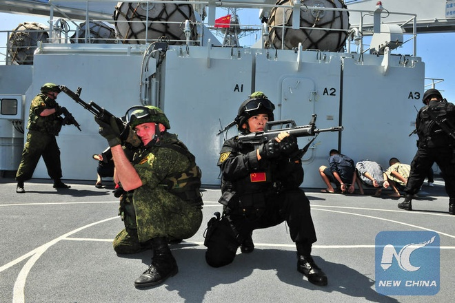 Nga, Trung tap tran chien thuat chong khung bo quy mo lon hinh anh 1