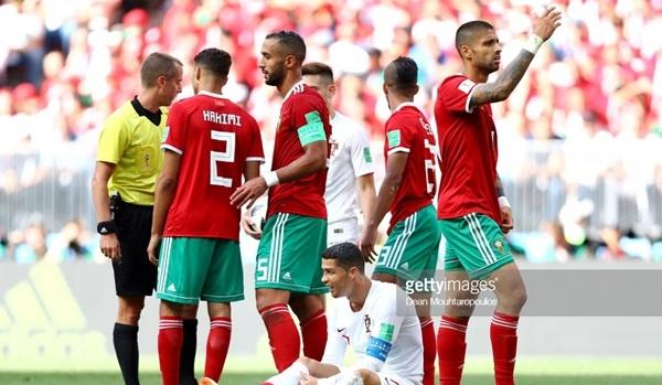 Nghi van trong tai mat lien lac VAR gay bat loi cho Morocco va Ronaldo hinh anh