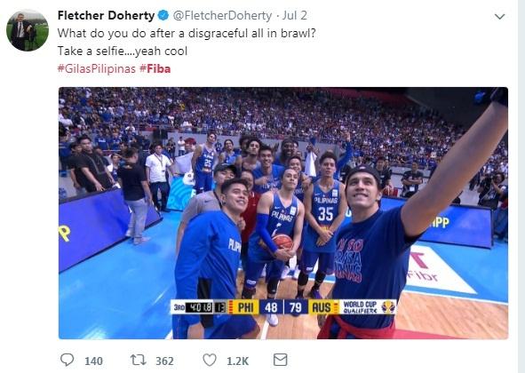 VDV bong ro 'selfie' vui ve sau khi danh nhau o FIBA World Cup hinh anh 1