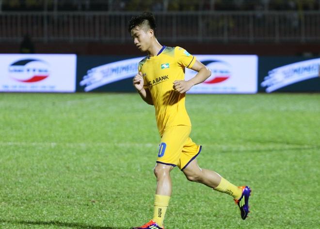 Phan Van Duc va SLNA thau tom danh hieu o V.League thang 7 hinh anh