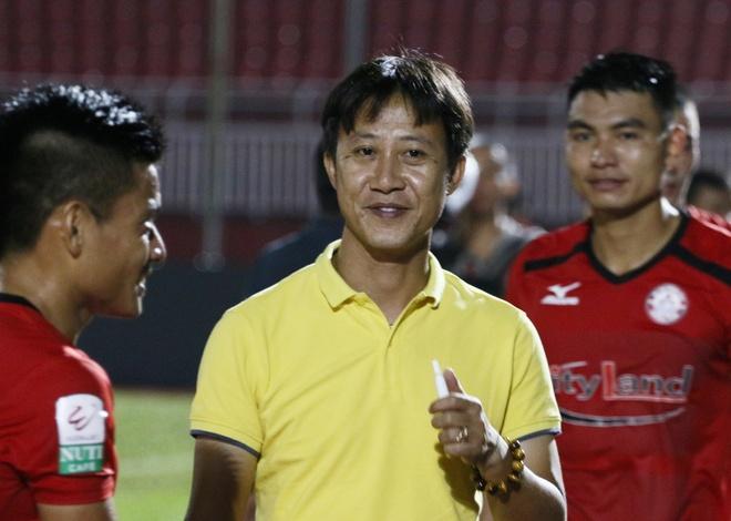 HLV doi Sai Gon lam benh o giai doan quan trong cua V.League hinh anh