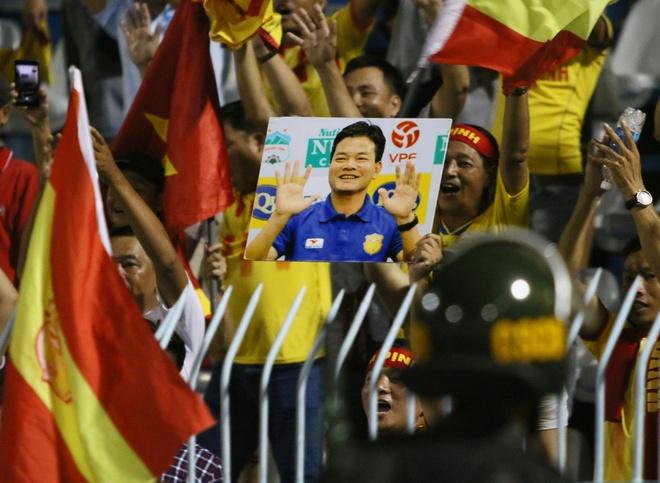 HLV Nguyen Van Sy no nu cuoi sau hang rao an ninh o Can Tho hinh anh