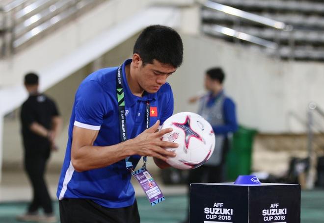 Ban huan luyen 'lam phep' trai bong AFF Cup cho thu mon Dang Van Lam hinh anh