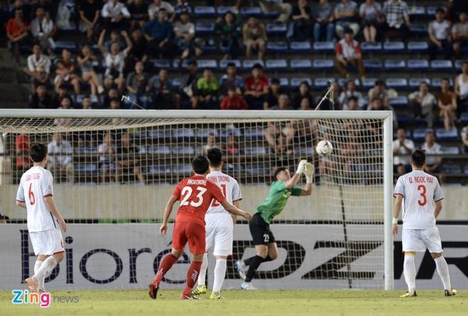 Ban huan luyen 'lam phep' trai bong AFF Cup cho thu mon Dang Van Lam hinh anh 1