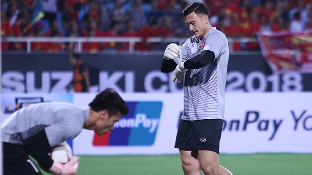 Viet Nam vs Malaysia: Van Lam bat chinh, thu mon Bui Tien Dung du bi hinh anh