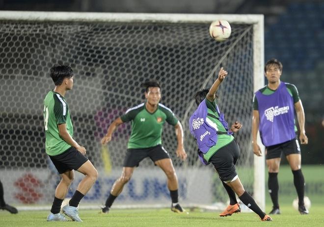 Cau thu Myanmar da phan luoi, sut hong penalty truoc khi gap Viet Nam hinh anh