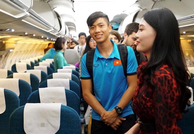 Vi sao Viet Nam nhat dinh phai di chuyen bay thang den Philippines? hinh anh