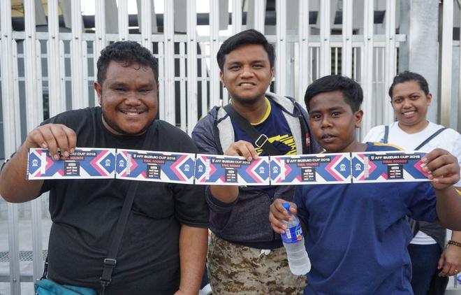 Phe ve o Malaysia het gia cao gap 6 lan truoc chung ket AFF Cup hinh anh
