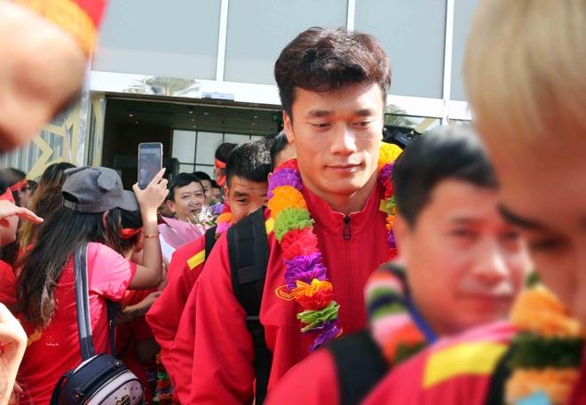 HLV Park Hang-seo duoc chuc mung sinh nhat ngay khi den UAE hinh anh 6