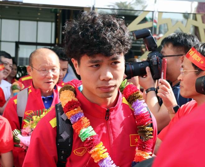 HLV Park Hang-seo duoc chuc mung sinh nhat ngay khi den UAE hinh anh 9