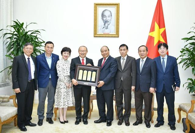 Thu tuong Nguyen Xuan Phuc tiep HLV Park Hang-seo hinh anh 1