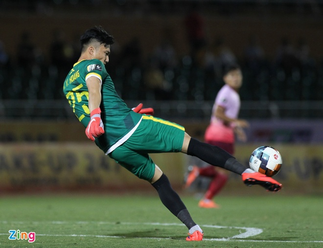 Cuu thu mon U23 Viet Nam duoc khen trong lan dau bat chinh V.League hinh anh 2