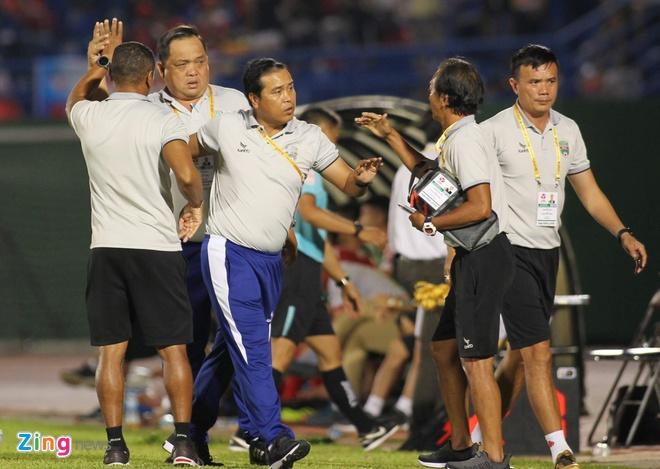 Nha vo dich AFF Cup 2008 Le Tan Tai bi ran xuong suon hinh anh 1