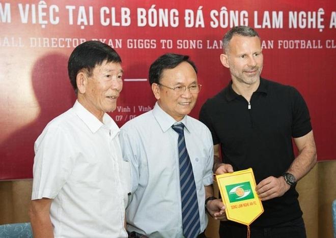 Huyen thoai Man United Ryan Giggs tham CLB SLNA hinh anh 1