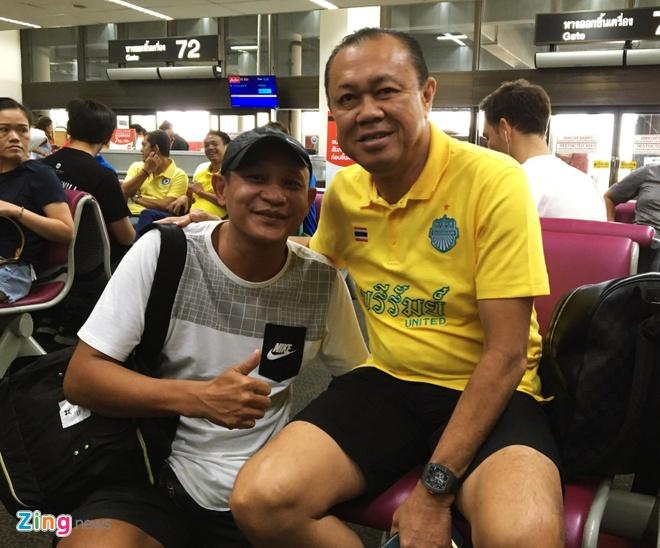 Van Lam giap mat Chu tich cua Xuan Truong tren cung chuyen bay hinh anh 2